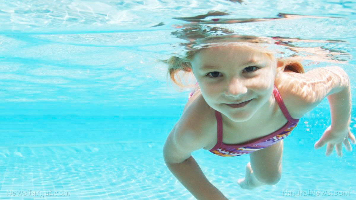 Child-Girl-Swim-Underwater-Pool