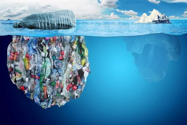 Plastic-in-the-ocean-e1487332067559